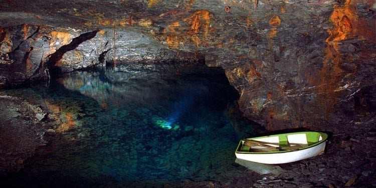 Carnglaze Caverns Cornwall - Boat in pool